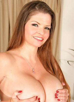 Sexy Nude Busty Cougar