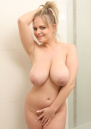 Sexy Nude Busty In Shower