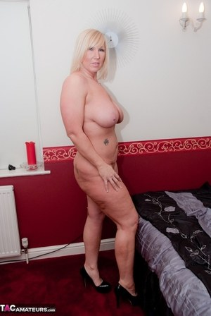 Sexy Nude Busty Strippers