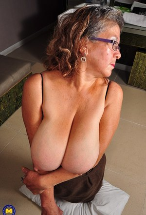 Sexy Nude Mature Boobs
